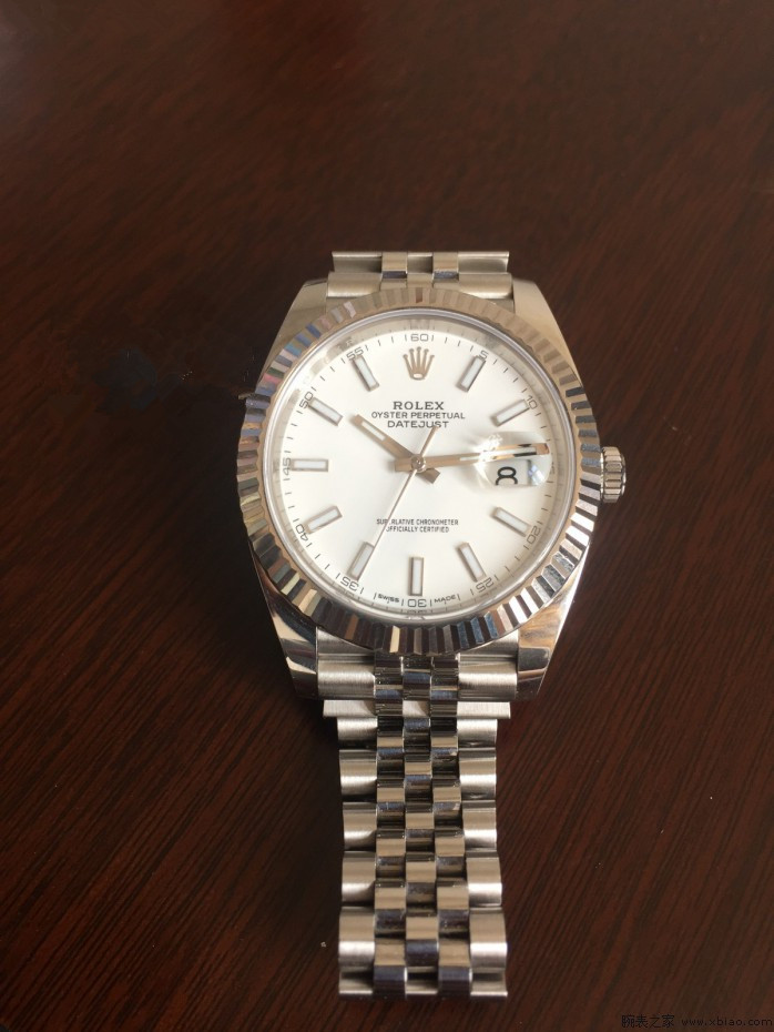 Such classical fake Rolex watches are favored by many fans.