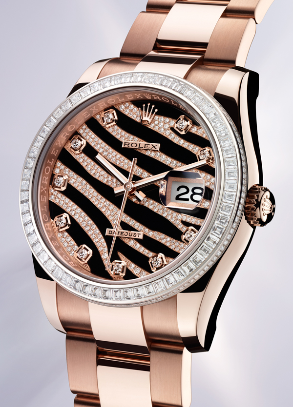 Diamonds plating black dials add more luxury for outstanding fake watches.