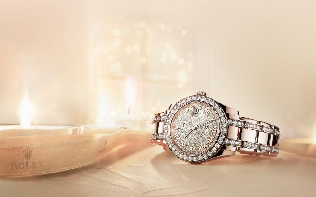 The everose gold fake watches have diamond dials.