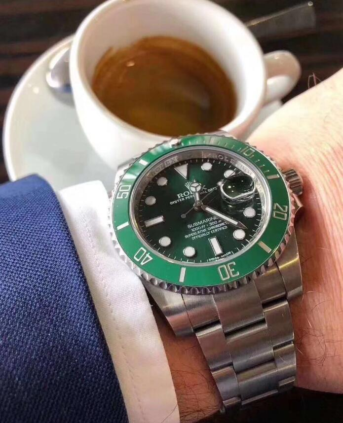 The Oystersteel replica watches have green dials.