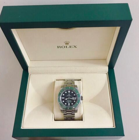 Hot-selling reproduction watches are harmonious with green dials and green bezels.