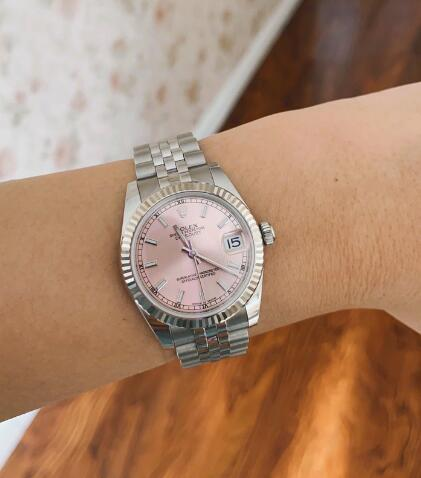 Hot-selling knock-off watches are chic with the white gold bezels.