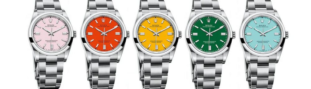 The brand-new fake watches have different colors.